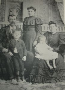 Alice Jolly family 1896, with hub Henry, Carl and Edith, girl standing is not hers - Copy