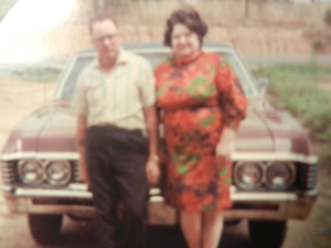 culpepper earl and ina in front of car