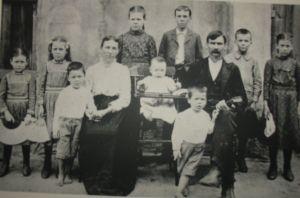 Sarah Louella Jolly family 1900, hub Frank, kids Oscar, Cora, Alma, Grover, Elma, Queenie, Fred, Austin, Barney